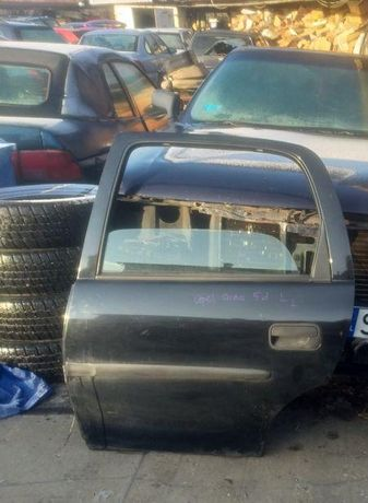 Opel Corsa B drzwi 5drzwi czarny CITY kompletne ładne