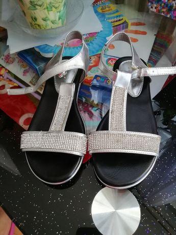Sandałki Jezzi skórzana wkładka 33 nowe.