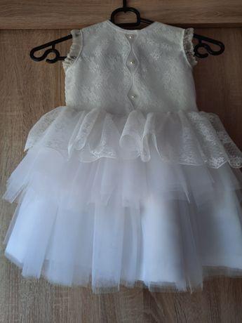 Piękna sukienka z opaskami