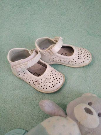 Buty dziewczęce r 19 białe dla dziewczynki balerinki skórzane