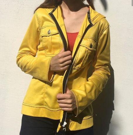 Ярко жёлтая кофта