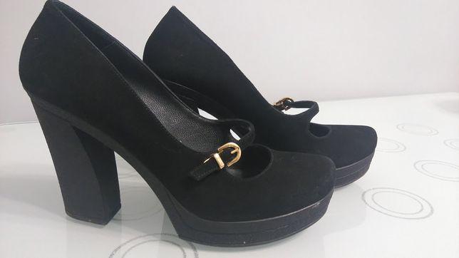 Зручні туфлі на високих підборах
