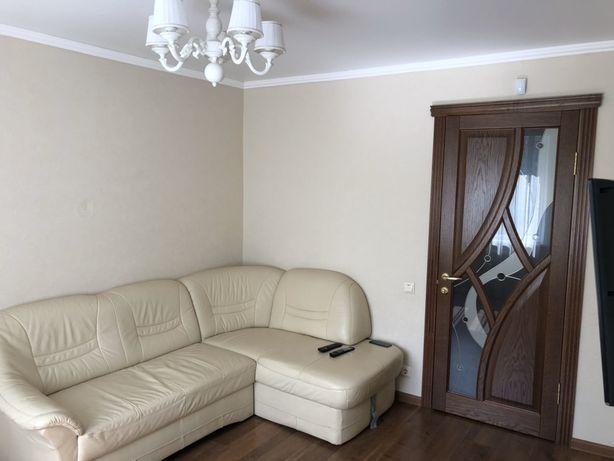 Продам диван кожаный в пол цены в идеальном состоянии ИТАЛИЯ
