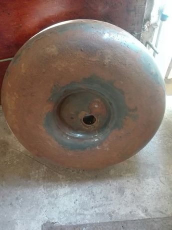 Продам газовый балон под запаску на R14 на 45 литров б/у с редуктором