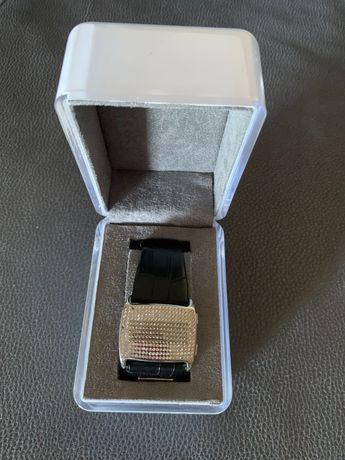 Digital com caixa DKNY relógio