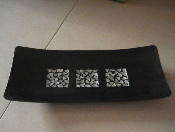 Conjunto decorativo (travessa, bolas e jarra) em madeira e madrepérola