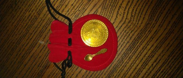 Сувенирный биткоин , и ложка загребушка .