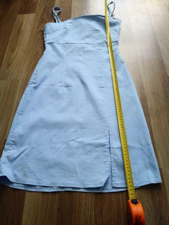 Elegancka niebieska sukienka