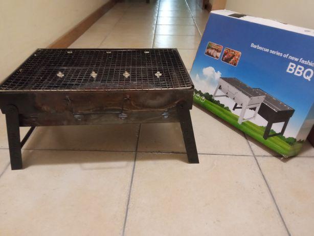 Grelhador carvão compacto