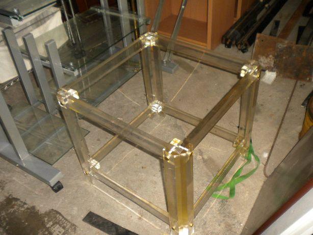 Mesa de acrílico e vidro