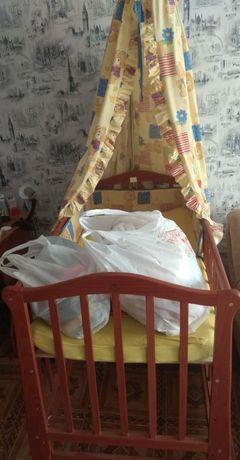 Детская Кроватка с одеждами