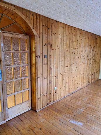 Oddam boazerię drewnianą i parkiety. Około 200 m2.