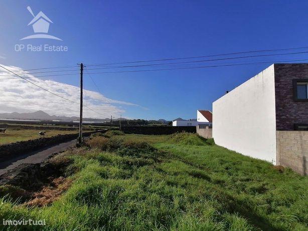 Lote de terreno destinado a construção de habitação em Ca...