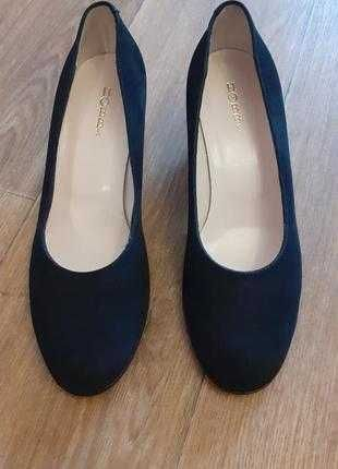 Полностью натуральные замшевые туфли лодочки Hobbs. Италия. (чёрные.)