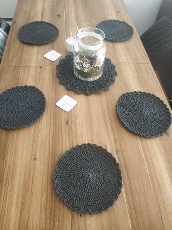 Maty podkładki serwetki na stół