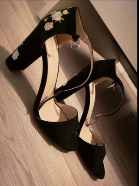 Nowe sandały na słupku Anna Field