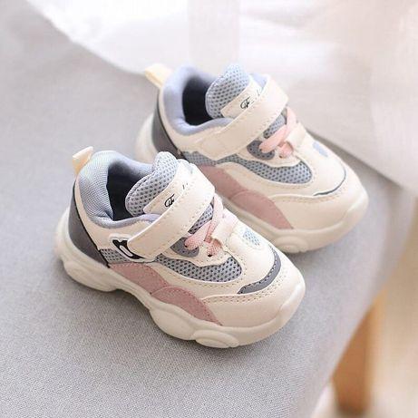 Стильные кроссовки для малышей