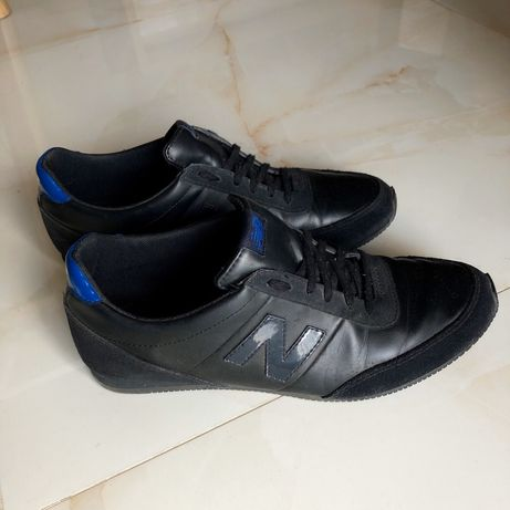 Кросівки чорні жіночі