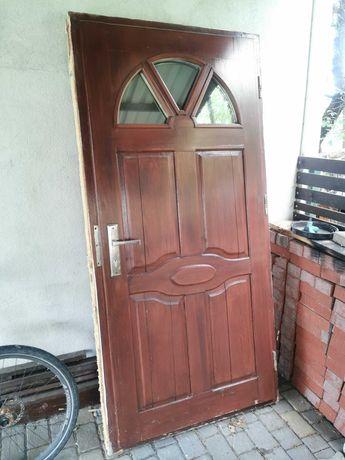 Drzwi zewnętrzne używane sosnowe