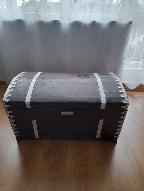 kufer drewniany zabytkowy
