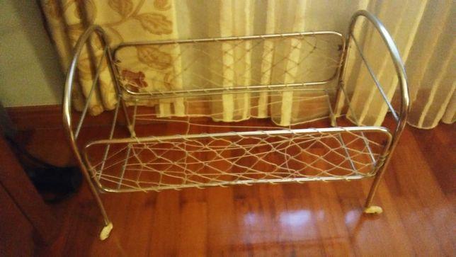 antiga cama de boneca