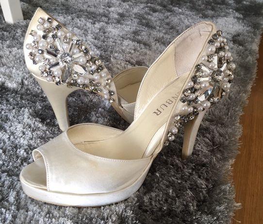 Sapato pérola noiva