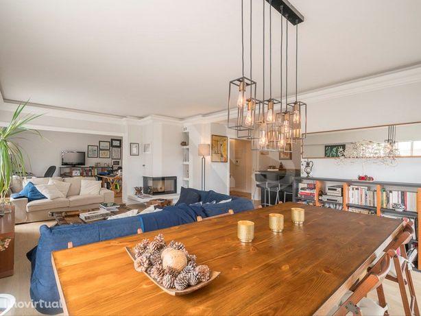 Apartamento T3 remodelado para venda nos Jardins da Parede.