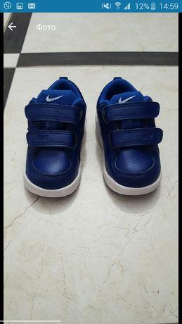 Детские кожаные кроссовки  Nike. Стелька 13 см. Материал - кожа.