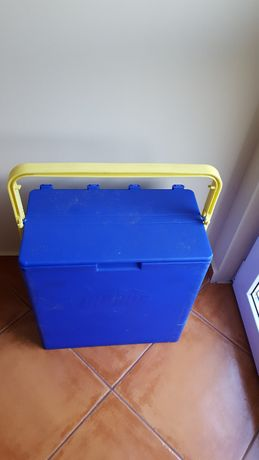 Plastikowy składany pojemnik/lodówka.
