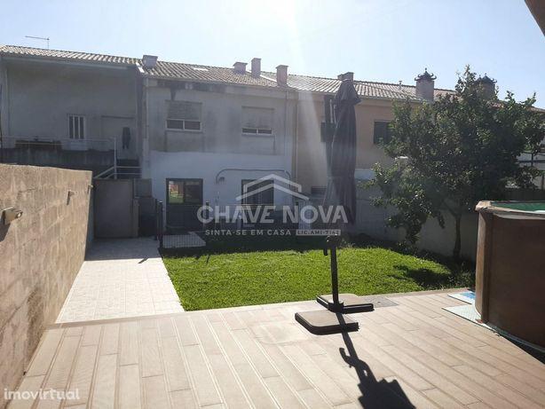 AP-Andar Moradia em Lavra Perafita V2 com piscina acima do solo.