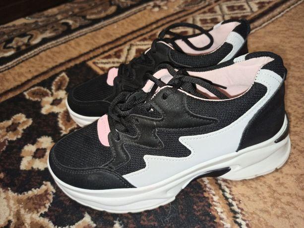 Кросівки жіночі, дивіться інші оголошення)