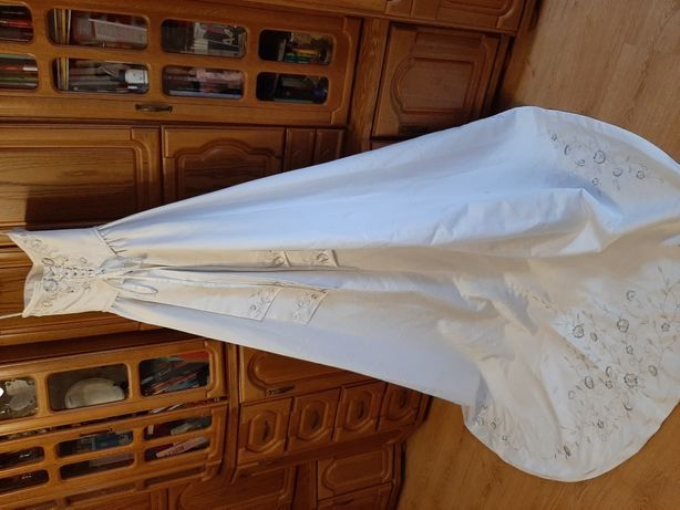 Suknia ślubna z trenem