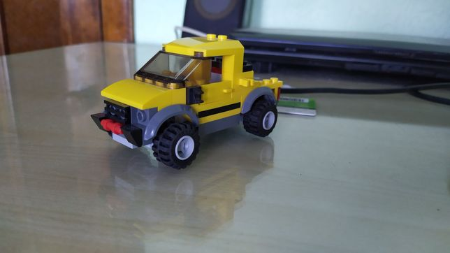 Конструктивная машинка Лего из набора 4200