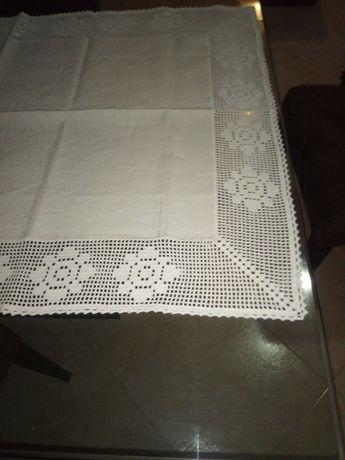 Centro de mesa ou toalha em linho caseiro