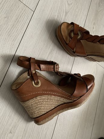 -70% Casteller sandały koturn 39 camel skóra owcza koturny karmelowe