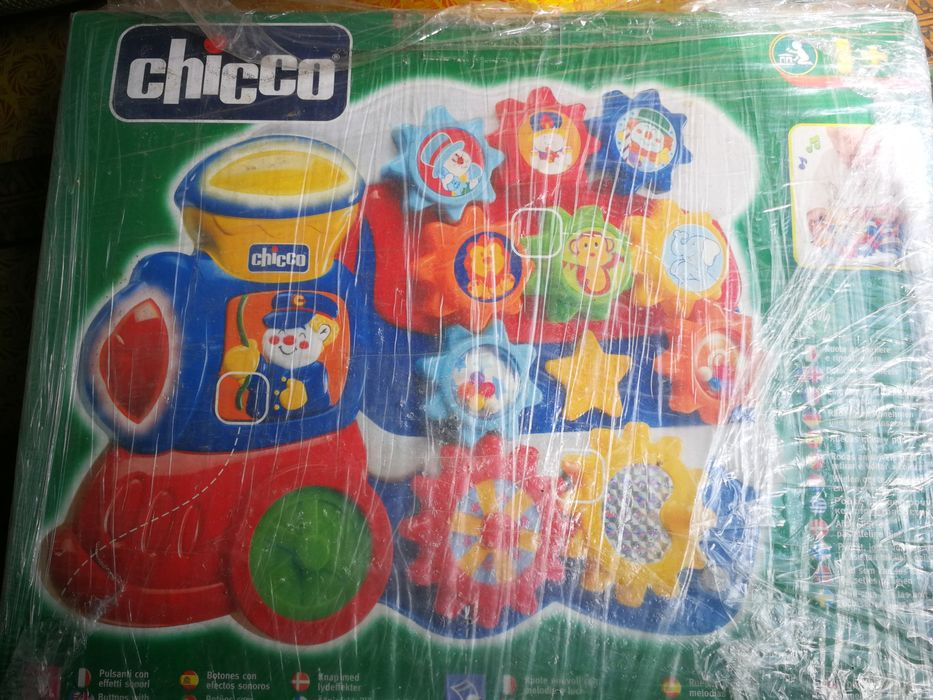 Conjunto 2 Brinquedos CHICCO Alcobaça E Vestiaria - imagem 1