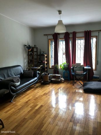 Apartamento T2 Mobilado (Terraço/Parqueamento/Arrecadação)