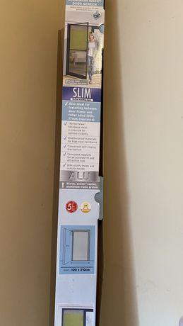 Siatka aluminiowa na drzwi