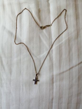 Fio de prata, com cruz, com pedras lilás