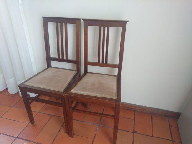 4 Cadeiras em Madeira com tampo estofado