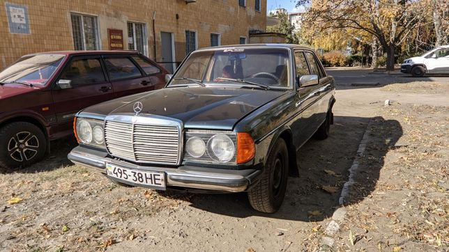 Mercedes w123 200D