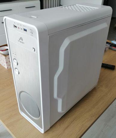 Komputer AMD Phenom II x4 965, 4GB, GeForce GT 610, 120GB SSD.