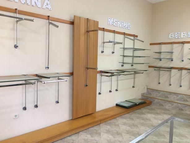 Mobiliário para loja de vestuário.