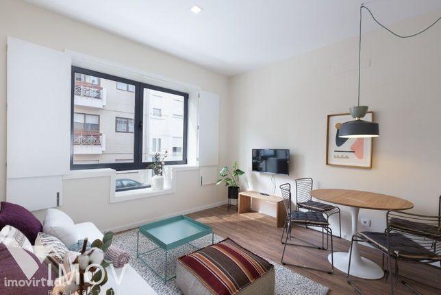 Apartamento T2 MOBILADO E EQUIPADO a 4 mnts Metro Carolina Mic.