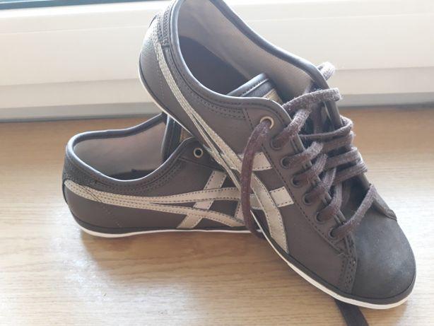 Продам женские кроссовки размер 37 в отличном состоянии