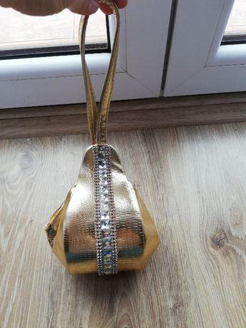 Mała torebka ozdobna