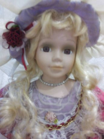 Лялька колекційна кукла фарфоровая на підставці порцеляна 40 см. пупс