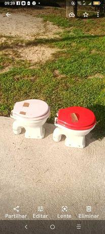 Duas sanitas novas próprias para crianças.