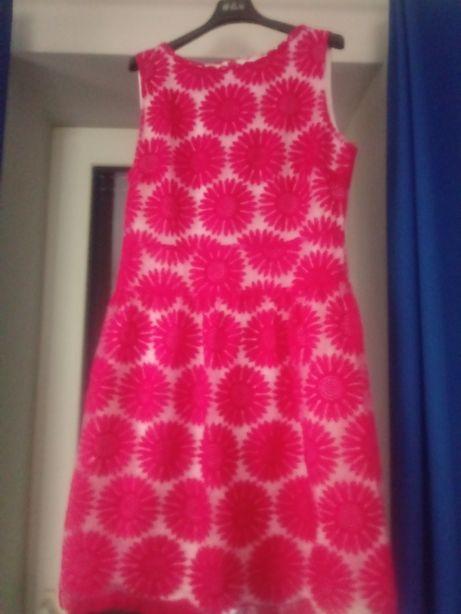 Śliczna sukienka Apart