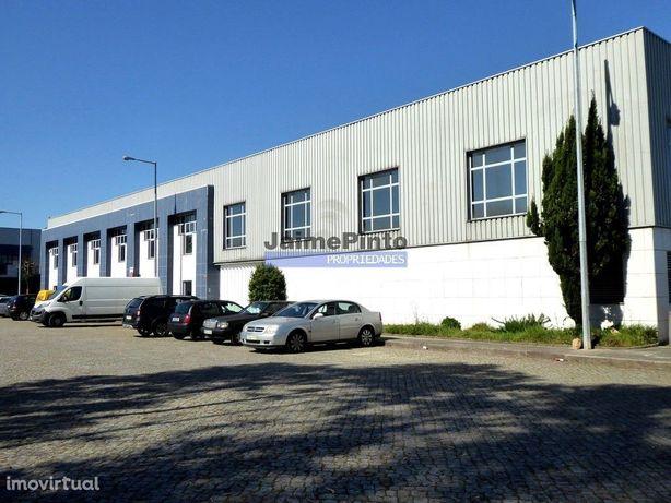 Edifício, Armazém, Escritórios, 2000 m2. Portugal, Porto, Maia.